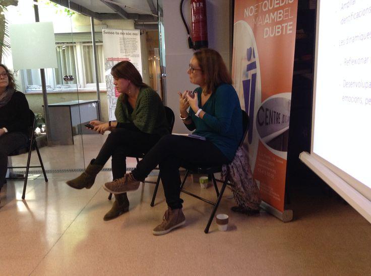 Raquel Gómez i Marta Pérez van oferir una sessió sobre com afrontar el treball grupal amb joves