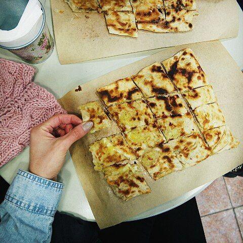 Η καλύτερη πίτα της Δράμας. Γλυκιά ή αλμυρή αν τη δοκιμάσεις δε θα σε προδώσει♥#βραδυνεςλιγουρες . . . #flatlaygr #angiekariofilli #foreverflatlay #flatlay #foodpic #flatlayforever #flatlaystyle #onthebedprojekt #tokatmeri #greekfood #traditionalfood #greekyoutubers #wugreece #thesstipps #greece🇬🇷 #igersgreece #igersdramarama #greekyoutube