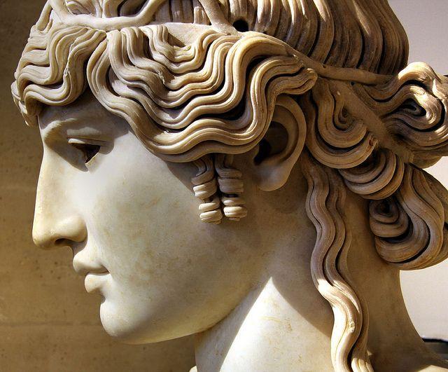 Portrait colossal posthume du favori de l'empereur Hadrien (117 - 138 après J.-C.). Musée du Louvre - Collection Borghèse.