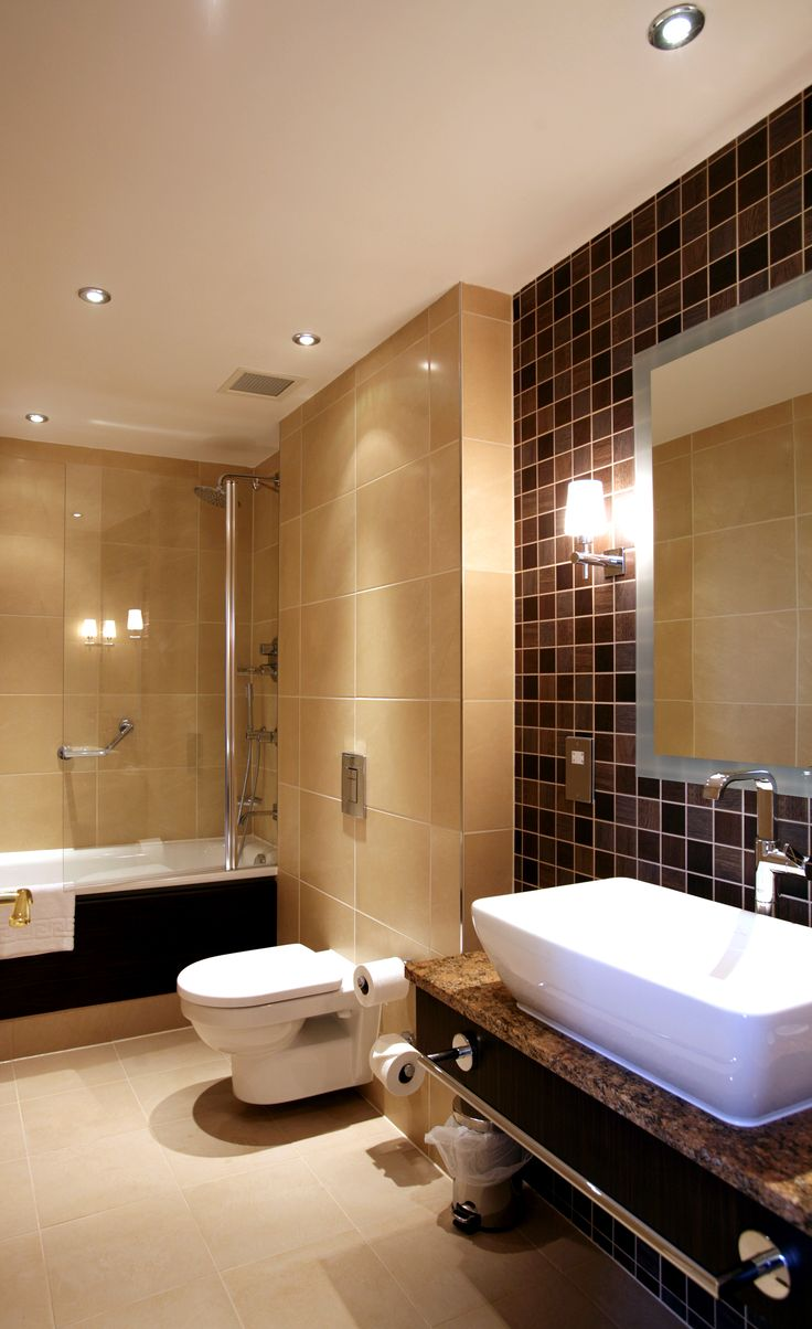 Doubletree by Hilton, Dunblane Hydro Bathroom Suite.