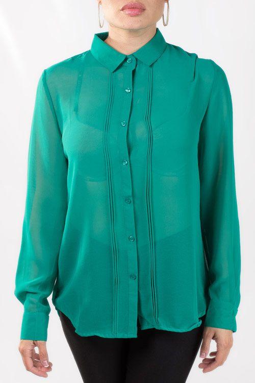 Blusa verde formal. de manga larga.