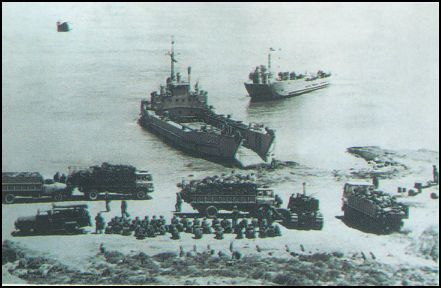 [Yavuz+plajına+çıkartılan+Takviye+birlikler+(Kıbrıs+Barış+Harekatı).jpg]