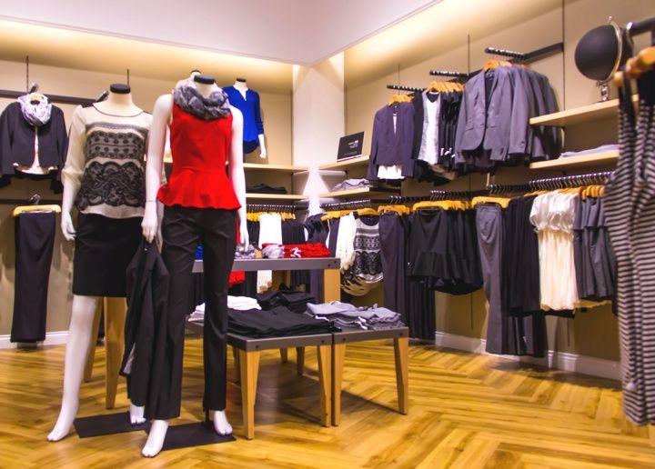 Оформление магазина одежды MEXX в Канаде