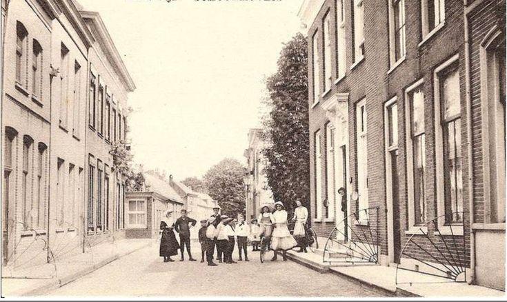 Schoonhoven<br />Schoonhoven: De Korte Dijk omstreeks 1915. Deze straat ligt in get zuidelijke deel van Schoonhoven, evenwijdig aan de rivier De Lek