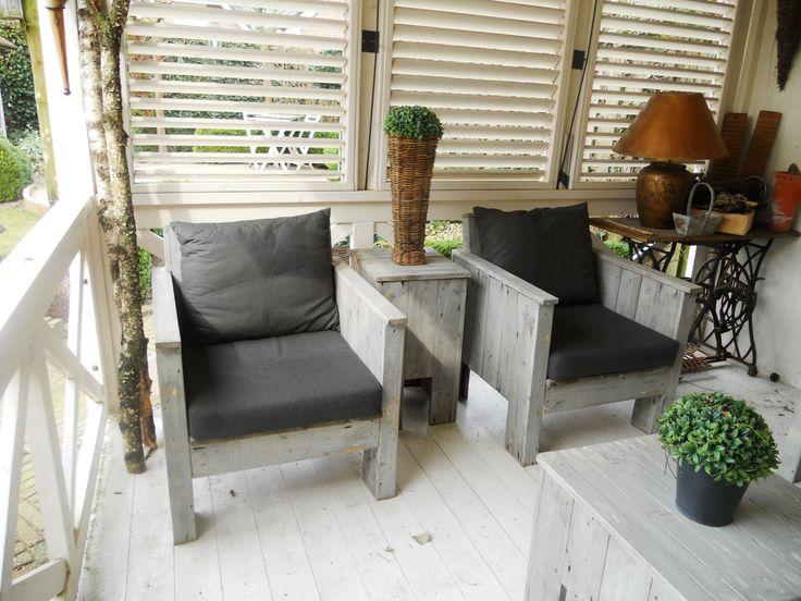 Veranda en het meubilair zijn ook selfmade.