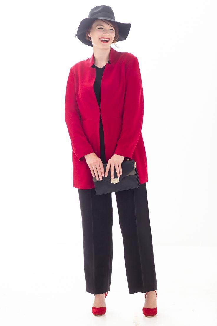 Happy XL Het wordt een geweldig nieuw modeseizoen met deze kleine garderobe. De compacte capsulecollectie bestaat uit zeven classy kledingstukken in krachtig rood en groen, die je te kust en te keur kunt matchen. Daarmee neem je met gemak afscheid van je zomer-items.  Floraal Feestje Van jurk (11) krijg je spontaan een goed humeur....