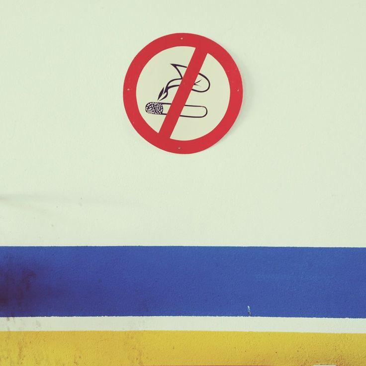 Τελικά, απαγορεύεται το κάπνισμα; Ένα ανέκδοτο χωρίς να έχει απαραίτητα έναν πόντιο ή μία ξανθιά...#arive #photo #25_01_2014 #smoking http://ow.ly/sWhNh