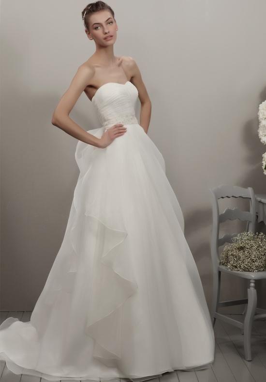 Organza A-line gown with sweetheart neckline | Adriana Alier | https://www.theknot.com/fashion/117-garay-adriana-alier-wedding-dress