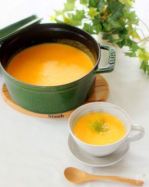 とろみにご飯を入れた人参スープです