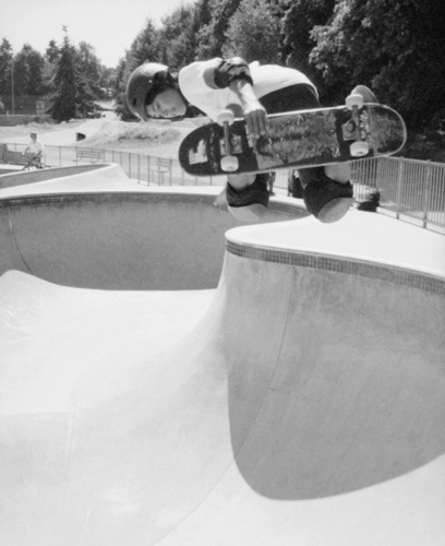 Payton Moriarity skater young teenager skateboarder bowl speed air nishika n8000