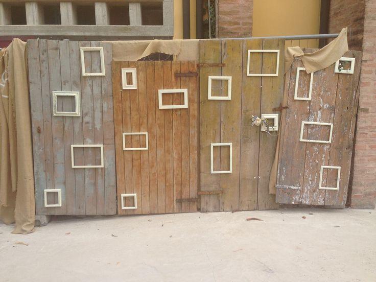 Tabloid per matrimoni. Porte di stalla antiche con cornici applicate...in corso d'opera!