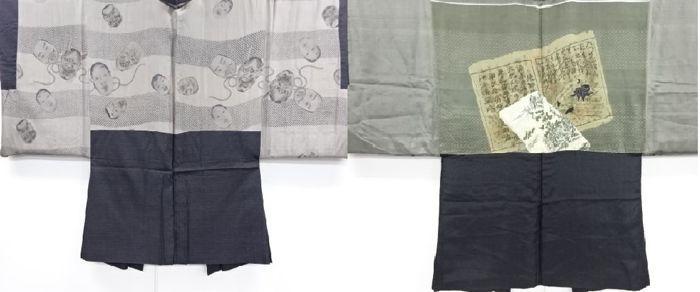 Twee antieke zijde haori kimono voor mannen-Japan - Mid 20ste eeuw  Twee antieke zijde haori kimono1. haori kimono voor mannen met noh masker patroon.-Dit is een prachtige Oshima Tsumugi Kimono.-heeft ook een mooie corally schijnt moeilijk te fotograferen-Oshima Tsumugi is een zeer tijd = consumeren handgeweven zijde met een koraal schaduw flikkeren.2. haori kimono voor mannen met oude boeken en antieke persoon patroon.-twee kimono's hebben tekenen van leeftijd en sommige vlekken en rimpels…