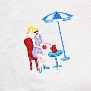 Lily Brown(リリーブラウン)のlily brown 刺繍Tシャツ レディースファッションのトップス(Tシャツ(半袖/袖なし))の商品写真