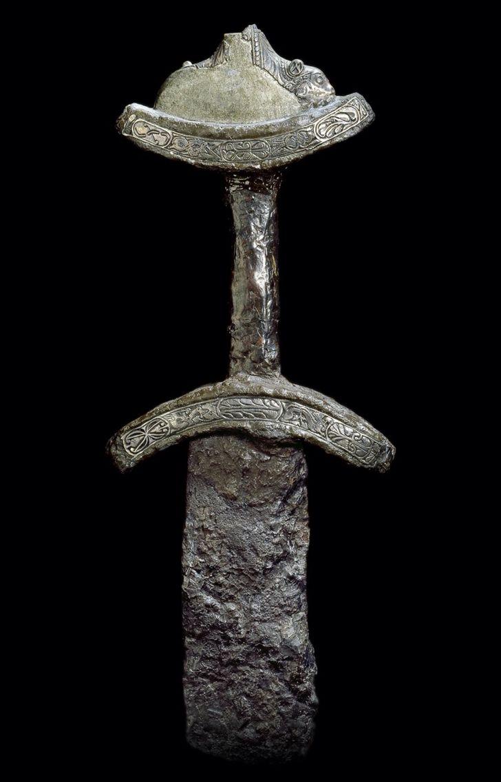 tveeggat svärd