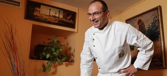 """Това лято любимият на всички шеф Манчев запретва ръкави, за да демонстрира истинско кулинарно съвършенство – за голямото завръщане на """"Черешката на тортата""""."""