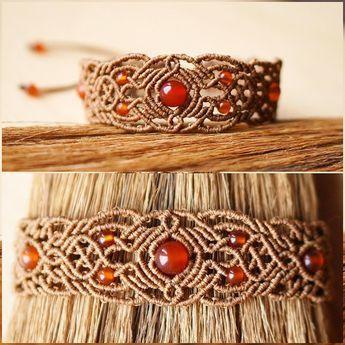 Macrame bracelet with carnelian beads #svitoe #macrame #micromacrame #handmade #jewelry #bijoux #boho #bohemian #beauty #ethnic #макраме #украшения #ручнаяработа #bracelet #natural #stone #beads #carnelian #beige #orange