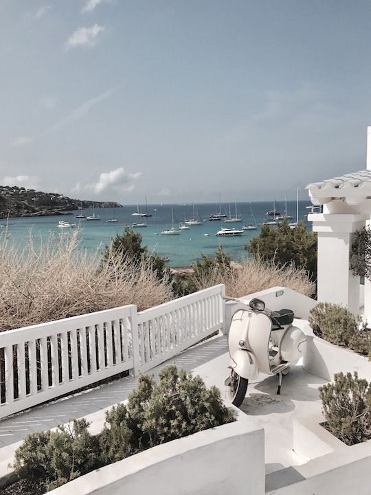 Travel Diary: Eindrücke von Jessies Reise auf Ibiza inklusive allen Informationen zu Hotel, Meer, Landschaft, Strand, Restaurants und Ausflügen. #travel #reisen #ibiza #island #interior #hotel #beach #ocean #meer #strand #nature #holiday #sun #sommer #inspiration ##outdoor #terasse #pool #view #spain