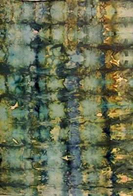 Terry Sargent Peart: ICE DYEING tutorial.. soak fabric in soda ash water, get chunks of ice to cover fabric, sprinkle dye over it, wait for it to melt...
