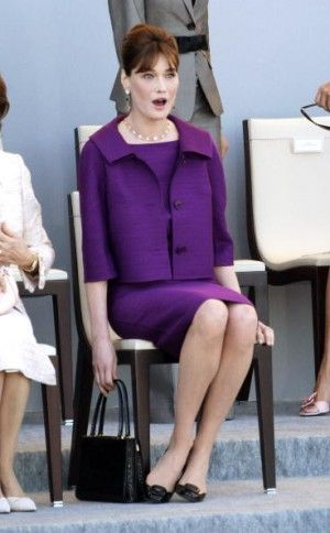Carla Bruni Sarkozy looking chic as ever with this 1960s purple skirt suit. Audrey Hepburn would have been proud!