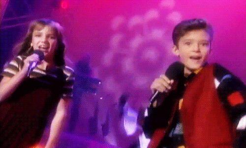 5. Justin Timberlake e Britney Spears Os dois começaram a carreira juntos, em 1993, no Clube do Mickey. Poderíamos mostrar muitos vídeos, mas, o gif abaixo diz tudo.