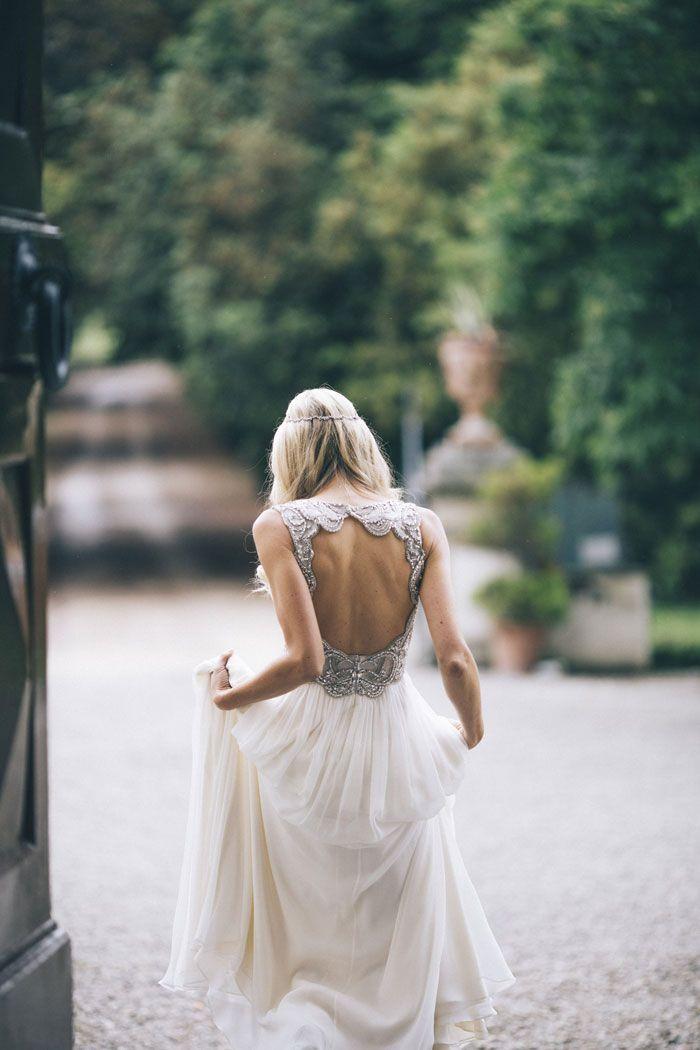 The bride wears a beautiful Jenny Packham dress, in this dreamy destination wedding held in Tuscany   photography by Stefano Santucci Studio via Grey Likes Weddings ~ debra Dust Jacket on Bloglovin'