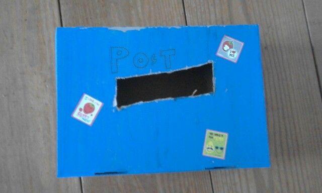 Een leuke brievenbus geknutseld van een schoenendoos :)☺