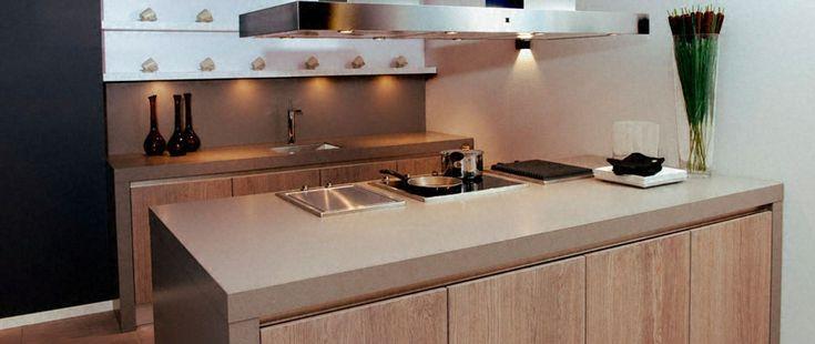 Cuisine plan de travail en lot de cuisine classique clair en c ramique cuisines plan for Plan de travail en ceramique cuisine