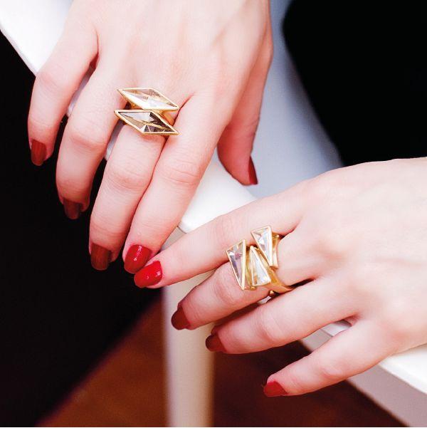 Os anéis da coleção Céu são inspirados nas estrelas. O Cristal de Quartzo faz o seu papel, irradiando o seu brilho. #vanessarobert #anel #estrela #cristal #quartzo