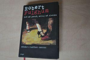 Kniha Roberta Fulghuma Drž mě pevně, miluj mě zlehka-Foto:Marián Vojtek