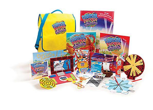 """La bolsa con el paquete de recursos de la escuela bíblica de vacaciones 2013 """"Colosal, parque de diversiones"""" contiene todos los currículos y accesorios que necesita para planificar y desarrollar  su Escuela Bíblica de Vacaciones 2013."""