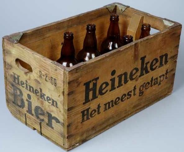 Houten bierkrat van Heineken.