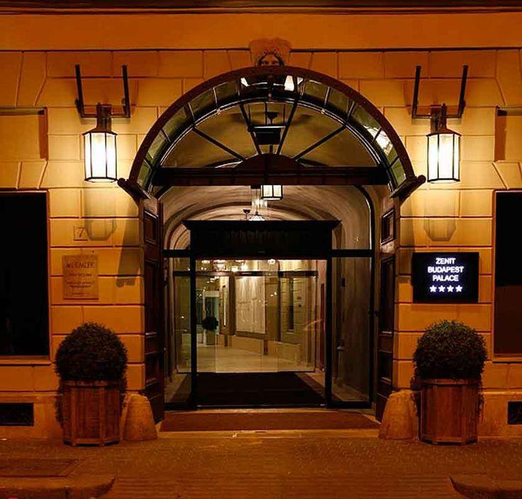 El elegante edificio que fue en su día, banco de la ciudad de Budapest, es hoy el recién inaugurado Zenit Budapest Palace Hotel 4*. Es un palacio emblemático del siglo XVII en pleno corazón de Budapest a escasos metros del Danubio, que compar