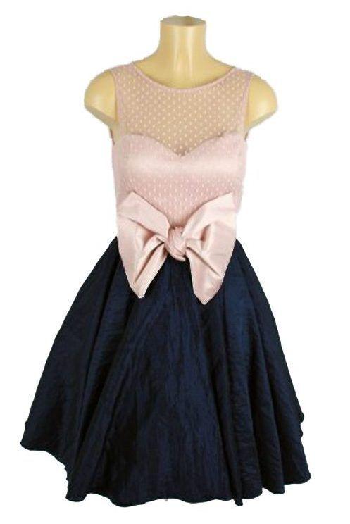 La serie Velvet, ha hecho renacer la moda de los años 50-60, convirtiendo a los vestidos tipo Velvet en prendas imprescindibles. Un must para tu armario