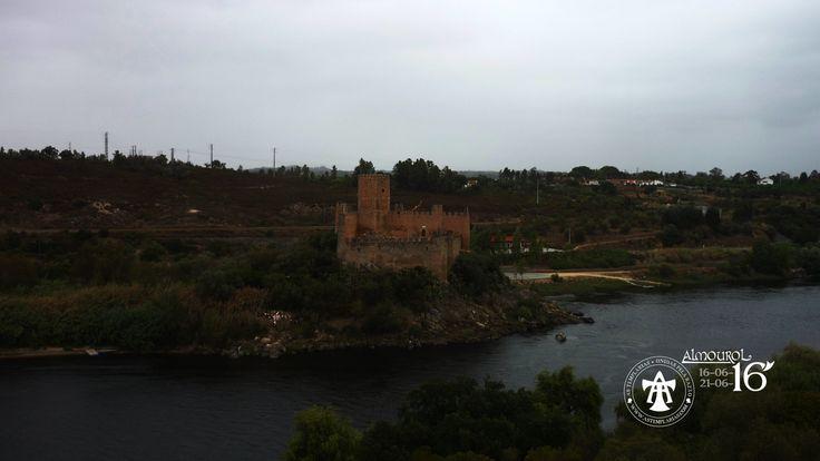https://flic.kr/p/JRBHP5 | Castelo de Almourol - Alvorada das Templárias | 3ª edição do encontro anual das Templárias em Almourol, decorrido de 16 a 21 de Junho de 2016. Captação da alvorada (06h00 AM) do dia 17 de Junho de 2016. Vistas sobre o castelo e o cortejo nocturno das Templárias, no local.
