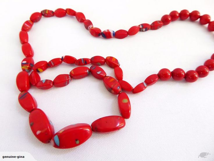 Fabulous vintage bright red end of day graduated artglass necklace
