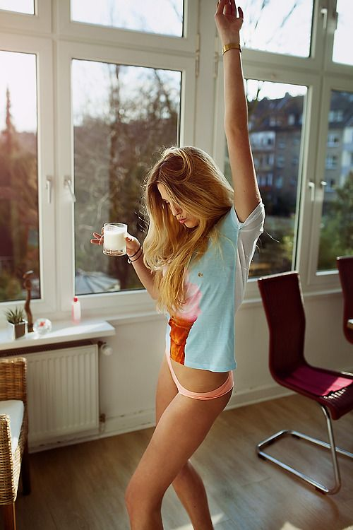 Great windows to dance with a delicious and not so refreshing glass of milk, in front of! Haha.
