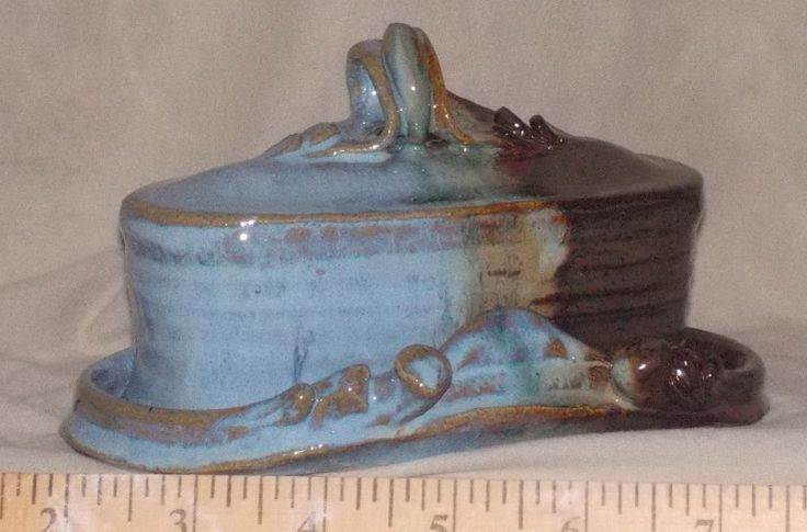 traditional butter dish with knofe rest