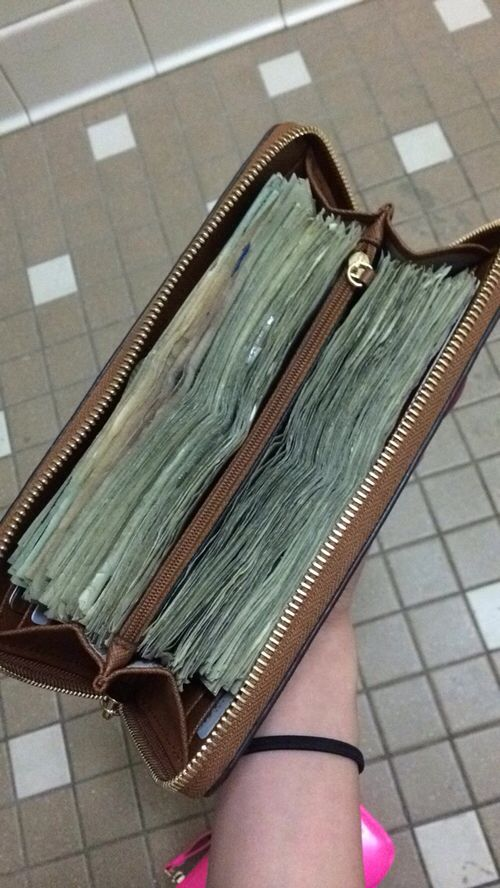 In my purse is always a lot of money (they multiply there)