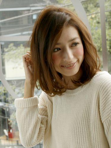丸顔でも大人っぽ♡カラー×前髪なしのミディアムパーマヘアカタログ | 美人部