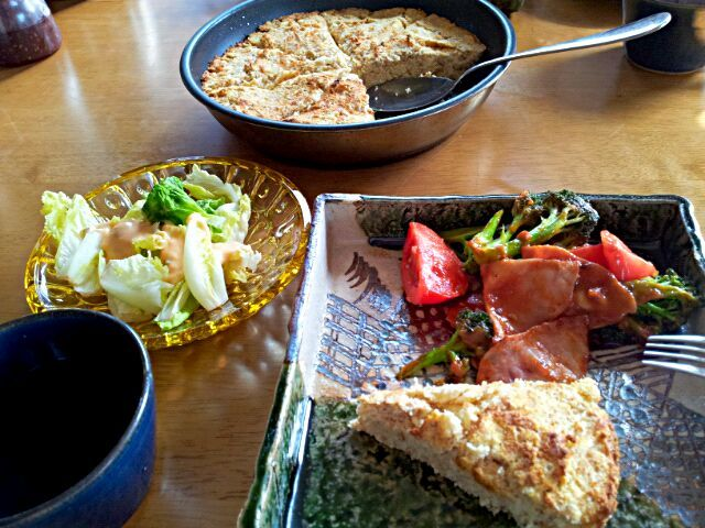 バターとモッツァレラチーズたっぷりで洋風おから - 25件のもぐもぐ - おからパン、トマト&ブロッコリー&ハムのピザソース炒め、ゆでキャベツ by Noriyo  Aoyama
