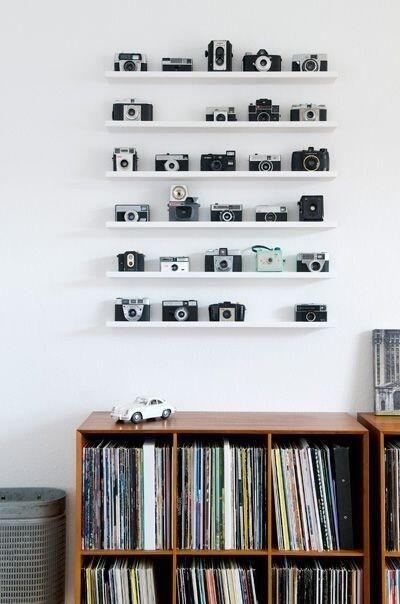 Twitterより。カメラをオシャレに飾った部屋。