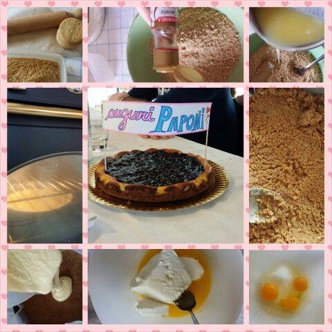 cheesecake mirtillo: 280gr biscotti tritati, 150gr burro fuso, 3 uova intere,100gr zucc., 350gr ricotta, 150gr mascarpone.In forno a 170° per 40min. marmellata di mirtillo per topping.  ingrediente segreto? cannella nei biscotti!