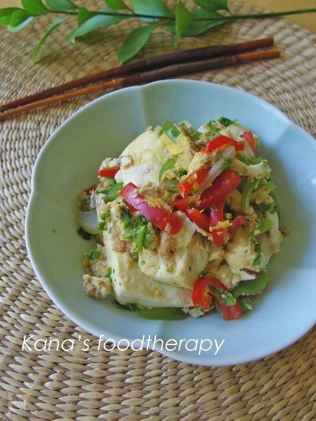 色鮮やかな2色のピーマン使った  カラフルな炒り豆腐です    たっぷり作れば  ヘルシーな主菜にもなります  作り置きにもよく合います^^