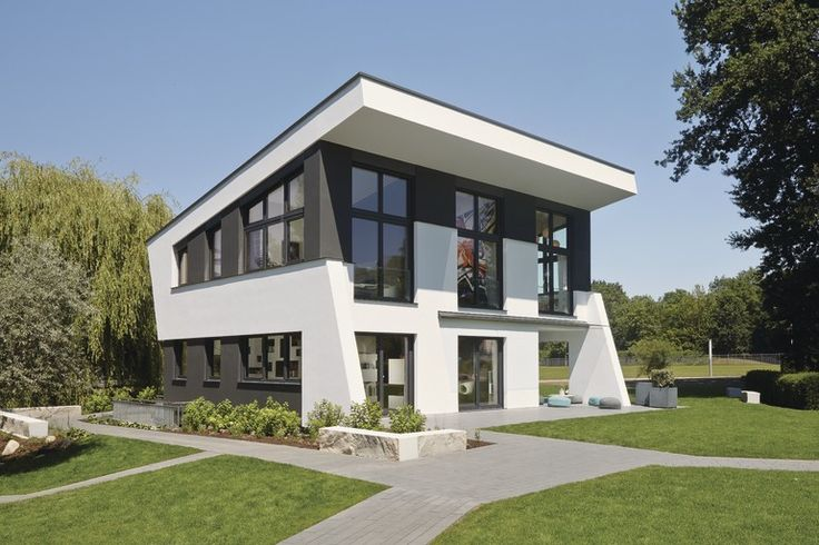Moderne #Architektur in richtungsweisendem #Design: das #Ausstellungshaus setzt ein klares Statement. #weberhaus #Fertighaus #holzbauweise #modern