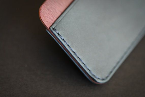 CLYH Curved wallet made by Ingenious Bros.  - Dakota leather(La Perla Azzurra Company, Tuscany, Italy) - Purple heart and Cherry Hardwood Selected by I.B. - Characteristic Edge and surface sanding with 7 different sandpapers by I.B. - Handmade hard Black Box for gift, made by I.B.  - Hold Maximum 6~10 cards. - Size: 10.3cm x 6.5cm (little bit bigger than credit card)   *Please check Shipping & Refund Policies before you checkout. ※EMS Shipping requires your phone number, so please let us…