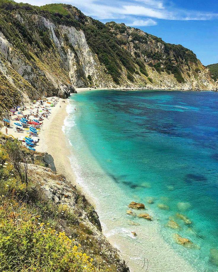 Spiaggia di Sansone , Elba Island - Tuscany  repost from @alessandra_crespi - l -  #sansone #samson #spiaggiadisansone #spiaggia #beach #praia #bestbeach #isola #island #isla #elba #isoladelba #cliff #livorno #piombino #pisa #siena #lucca #firenze #florence #toscana #tuscany #italia #italy #loveitaly #iloveitaly