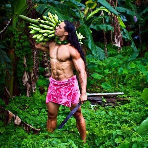 Cutting some fresh banana's. Samoan men in sarongs <3