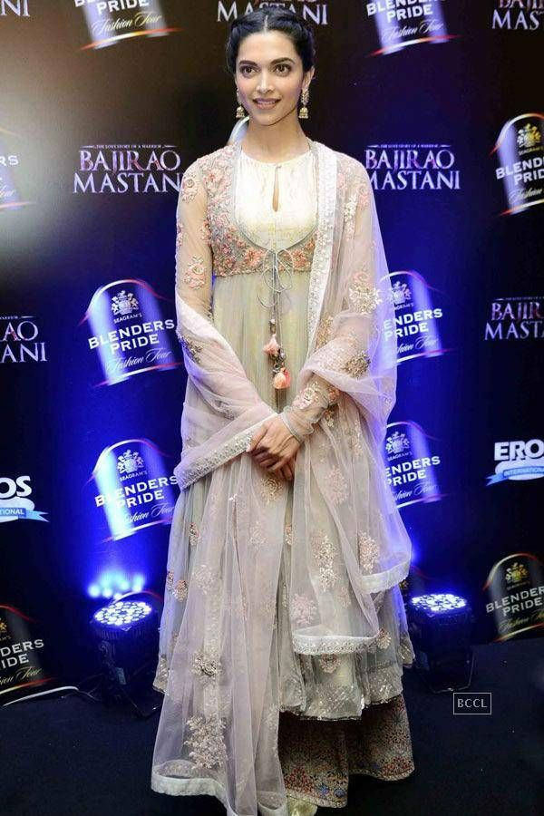Deepika Padukone walks the ramp during Bajirao Mastani's designer collection launch by Anju Modi - Photogallery