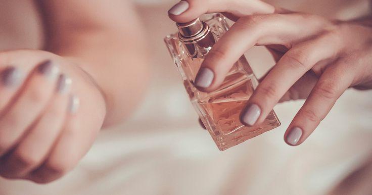 """""""Eine Frau, die kein Parfum trägt hat keine Zukunft"""", sagte schon Coco Chanel. Mit einem simplen Handgriff hat sogar euer Duft eine längere Zukunft…"""