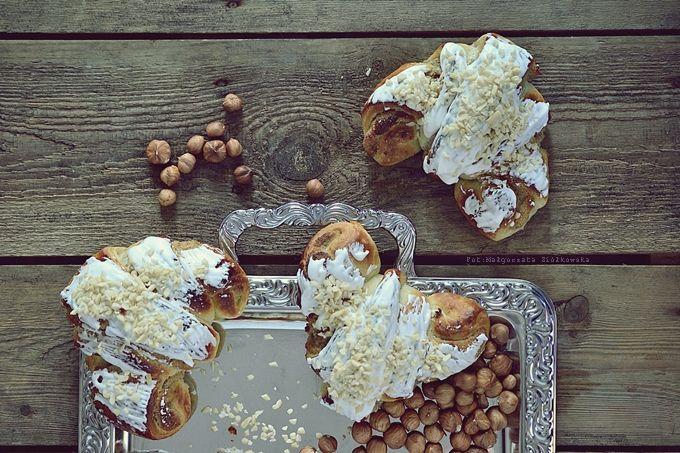 Smaki Alzacji : Rogale z białym makiem, orzechami laskowymi i smażonym masłem z nerkowców
